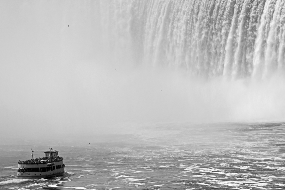 Maid of the Mist vs. Niagarafälle